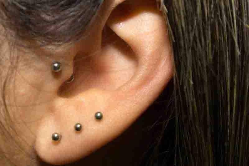 Piercing en cartílago oreja