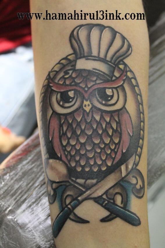 Tatuaje buho Hamahiru 13 Ink Tattoo & Piercing