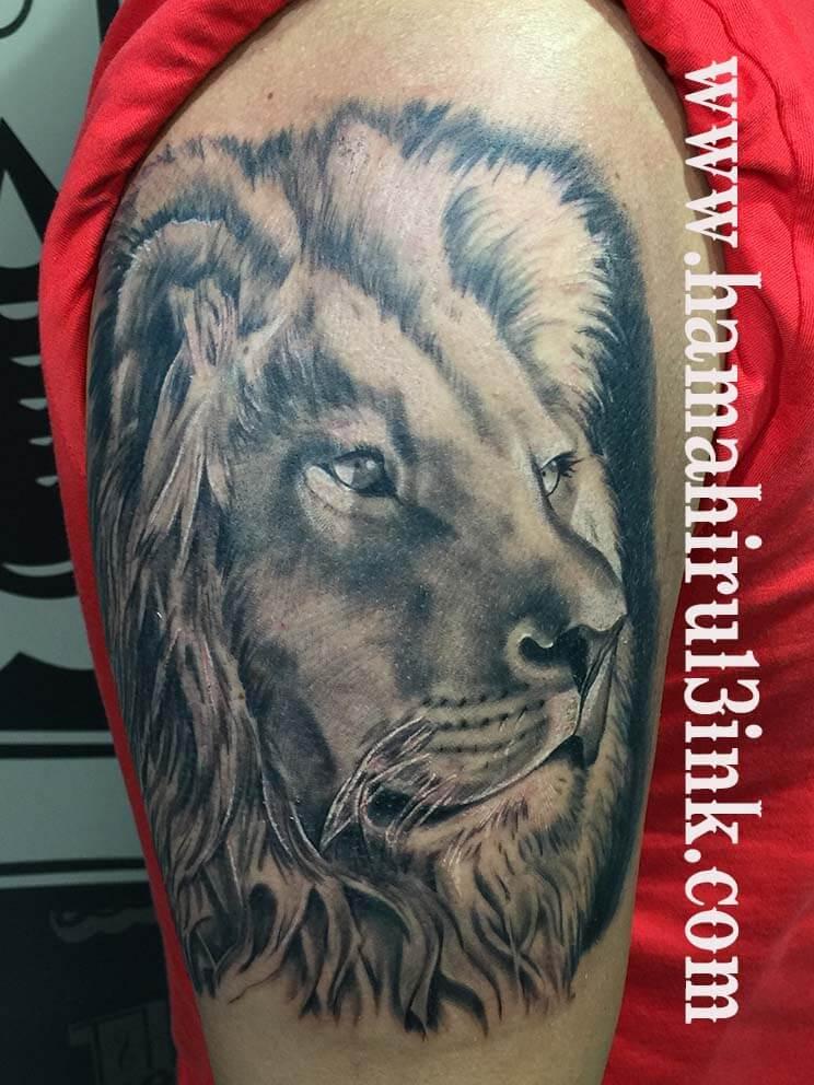 Tatuaje leon Hamahiru 13 Ink Tattoo & Piercing