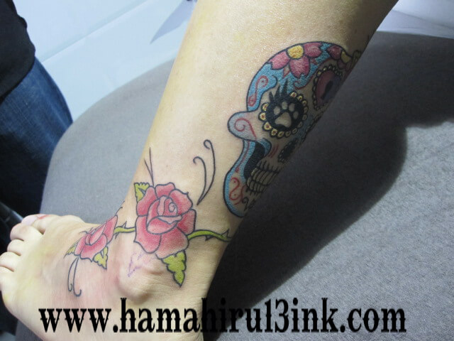 Tatuajes Vitoria color pierna Hamahiru 13 Ink Tattoo & Piercing