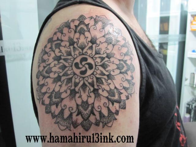 Tatuajes Vitoria Mandala hombro Hamahiru 13 Ink Tattoo & Piercing