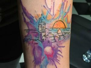 Tatuaje acuarela Hamahiru 13 Ink Tattoo & Piercing