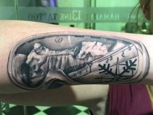 Tatuaje gafas de nieve Hamahiru 13 Ink Tattoo & Piercing
