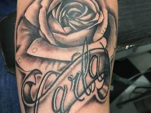 Tatuaje rosa Hamahiru 13 Ink Tattoo & Piercing