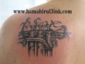 Tatuaje instrumento musical Hamahiru 13 Ink Tattoo & Piercing