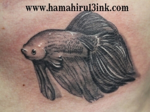 Tatuaje de peces Hamahiru 13 Ink Tattoo & Piercing