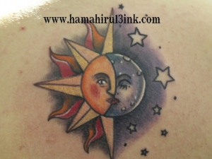 Tatuaje sol y luna en color en la espalda Tattoo & PiercingHamahiru 13 Ink Tattoo & Piercing