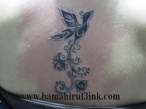 Tatuaje tribal en la espalda Hamahiru 13 Ink Tattoo & Piercing