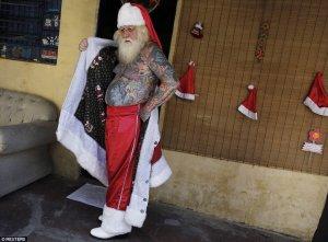 Papa Noel con tatuajes 1