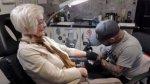 Tatuaje a los 82 años.